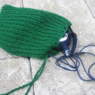 Green ribbed knit bag with headphones
